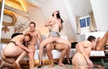 Swingers group sex